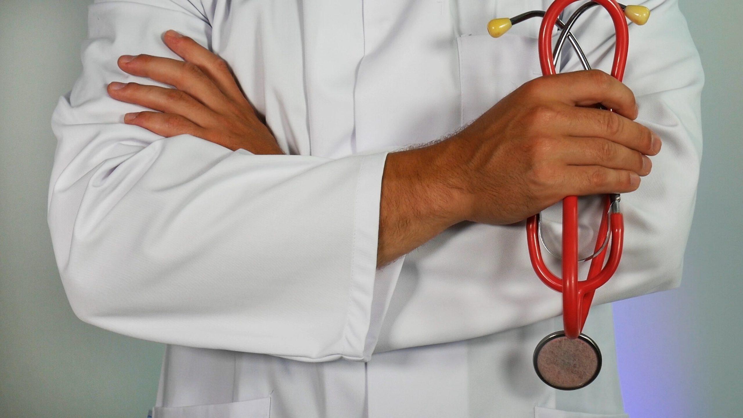 هل يعد الكركمين بخصائصه وفوائده الغنية بديلًا عن الأدوية التي يصفها الطبيب؟